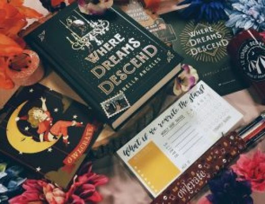 "Bookish Spotlights: Review of OwlCrate's ""All the Worlds a Stage"" June Box"